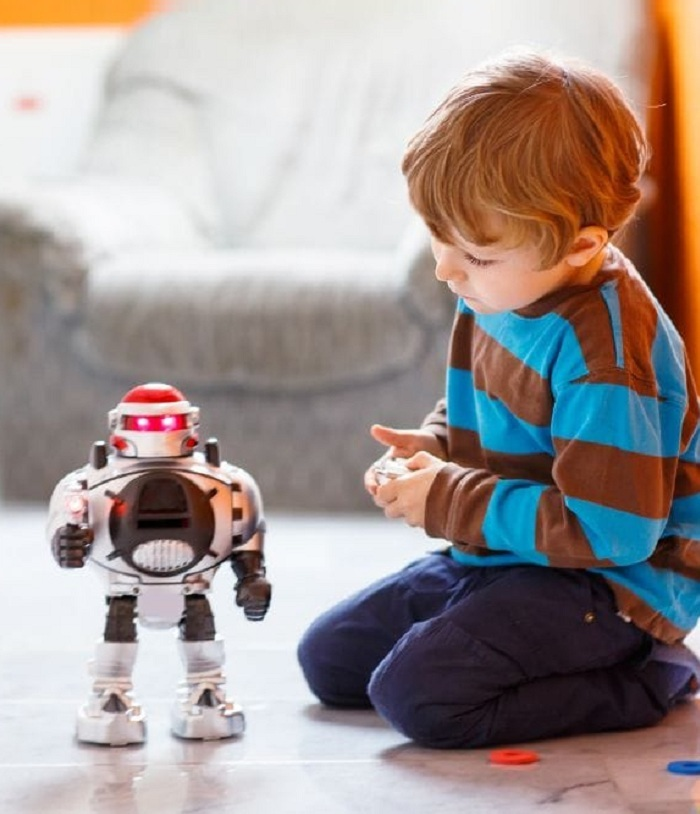 Remote & App Controlled Figures & Robots