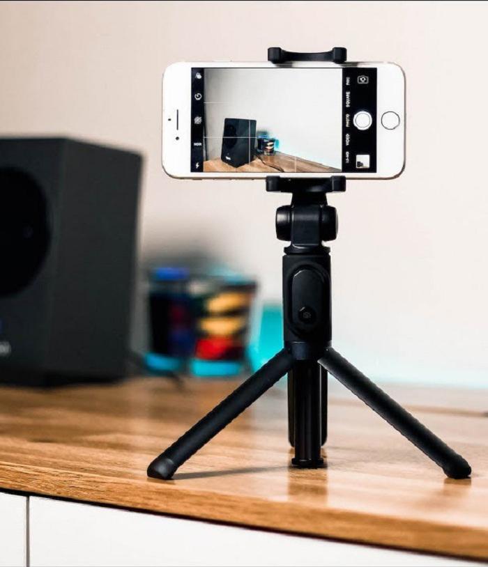 Selfie Sticks & Cell Phone Tripods